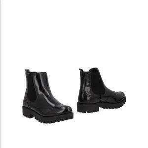 Italian black Leather booties
